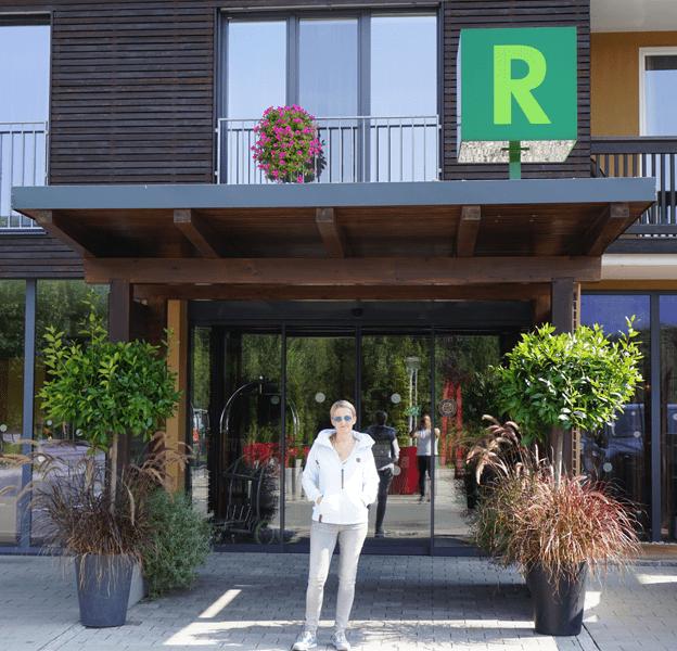 Heike vor dem Hotel Ritzenhof