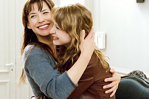 Anne und ihre pubertierende Tochter Lola; Bildquelle: Luna Filmverleih