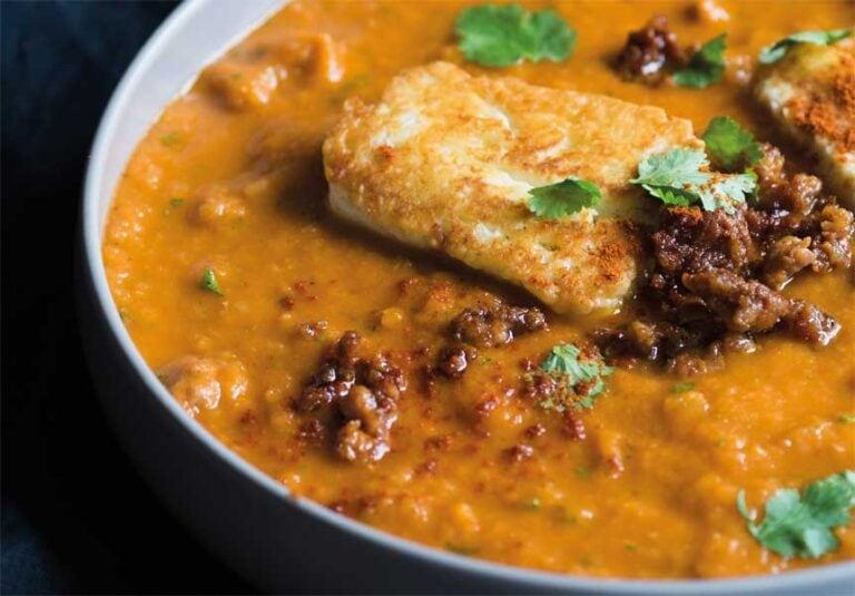 Rezept: Rauchig-scharfe Suppe mit Chorizo und Halloumi