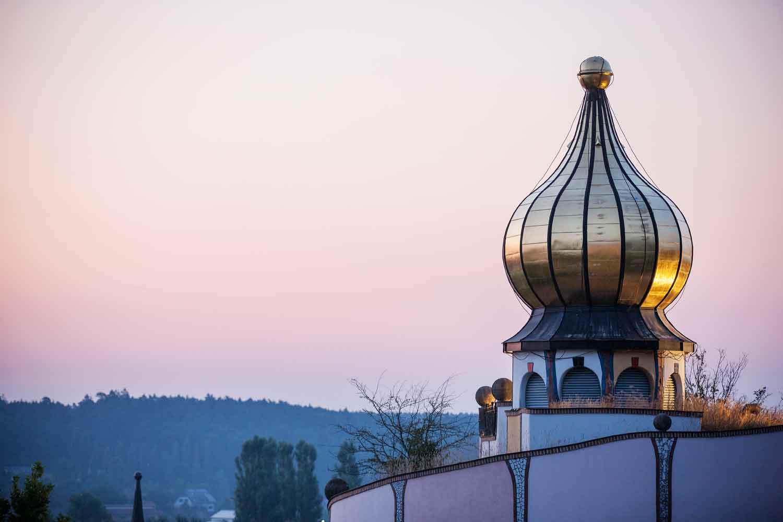 Typische Architektur von Friedensreich Hundertwasser