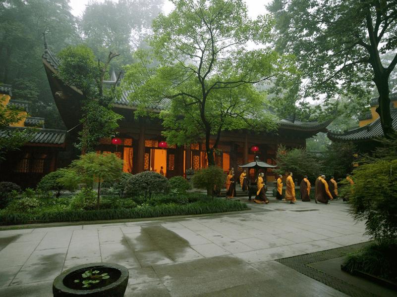 In einer ehemaligen Teesiedlung befindet sich das Resort Amanfayun