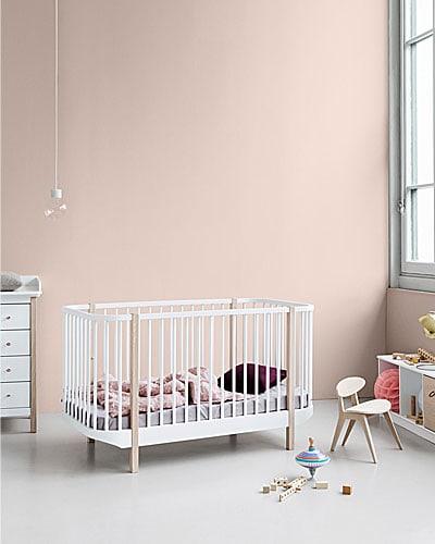 Ein mitwachsendes Babybett ist ideal; Bildquelle: Oliver Furniture