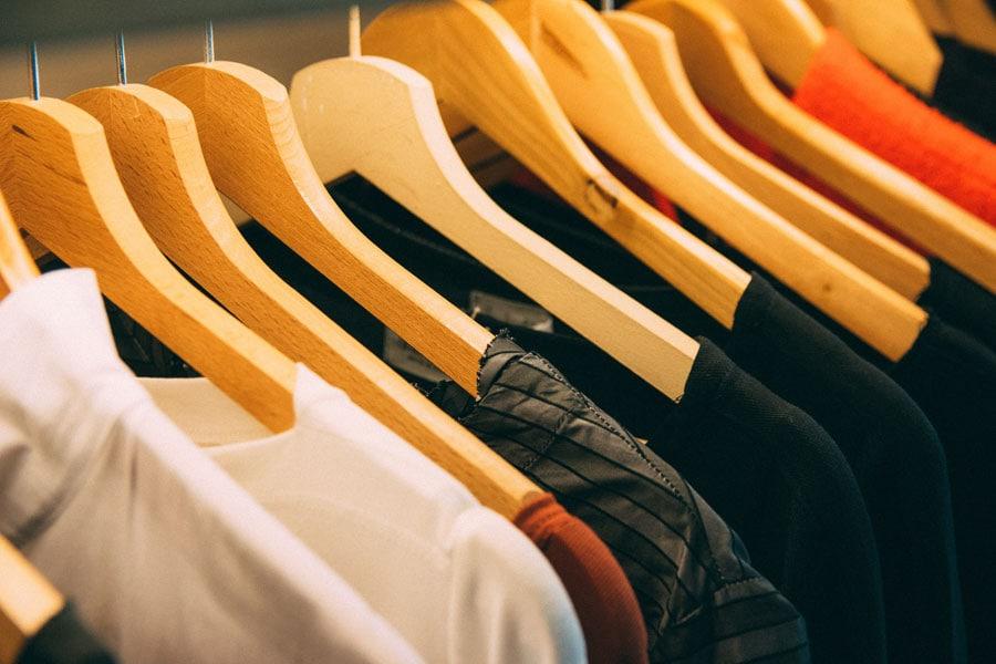 Diese Basics dürfen in deinem Kleiderschrank nicht fehlen.