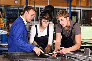 Unfall-Verhütungsvorschriften im Handwerk lassen manchmal leider keinerlei Spielraum für Modisches.; Bildquelle: ehrenberg-bilder - Fotolia.com