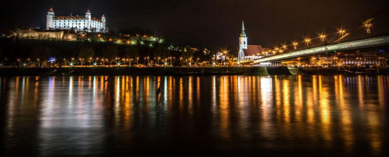 Leinen los Familienausflug auf der Donau