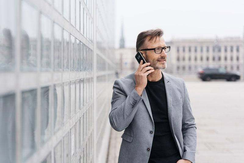 Beim Kauf eines Business-Smartphones solltest du technische Features im Auge behalten.