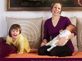 Caroline Oblasser mit ihren beiden Töchtern