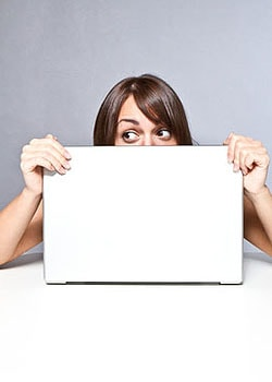 Cyberstalking kann eine enorme psychische Belastung darstellen; Bildquelle: Benicce - fotolia.com