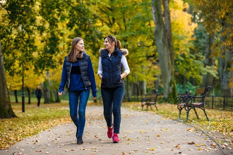 Ein Spaziergang im Park tut der Gesundheit gut.