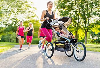 Aktive Mutter beim Joggen; Bildquelle: julief514 / Fotolia.com
