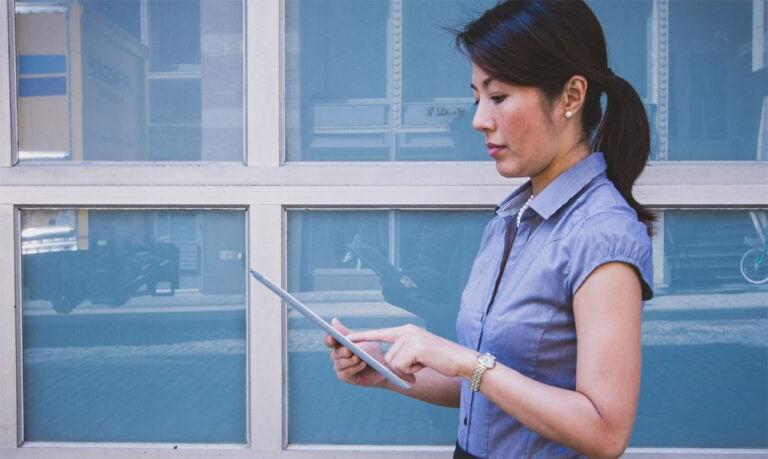 Erfolg im Job: Wie Frauen sich besser im Job verkaufen sollten