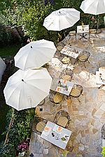 Terrasse in der Rosenvilla