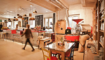 Die Kaffeewerkstatt präsentiert sich in einem gelungenen Mix aus Innovation und Tradition