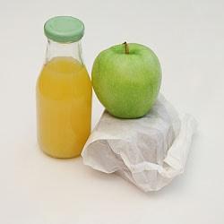 Marlies Gruber stellt Tipps für eine gesunde Ernährung im Büro vor; Bildquelle: jala/photocase.com