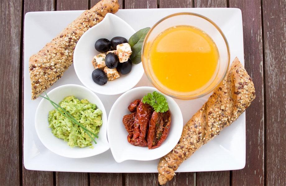Frühstücksteller mit gesunden Nahrungsmitteln