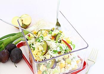 Fruchtiger Reissalat als gesunder Snack; © Reinhard-Karl Üblacker