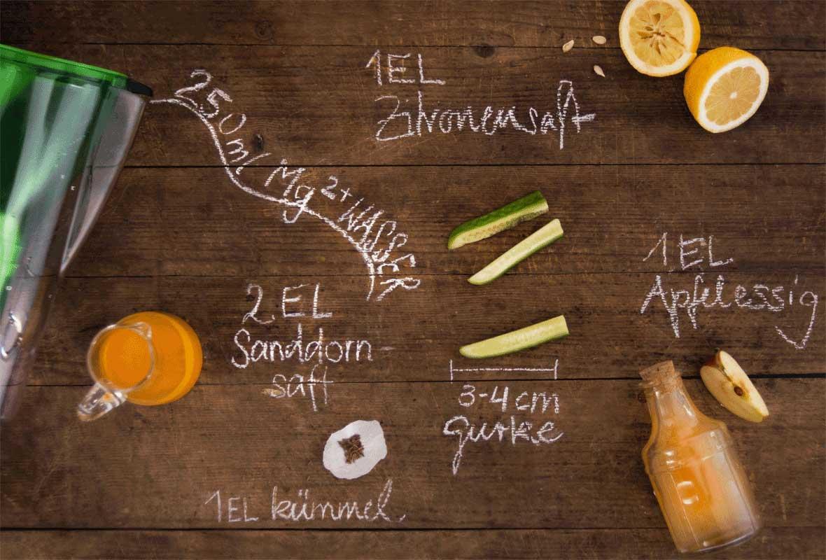Zutaten für Gurkenwasser mit Sanddornsaft