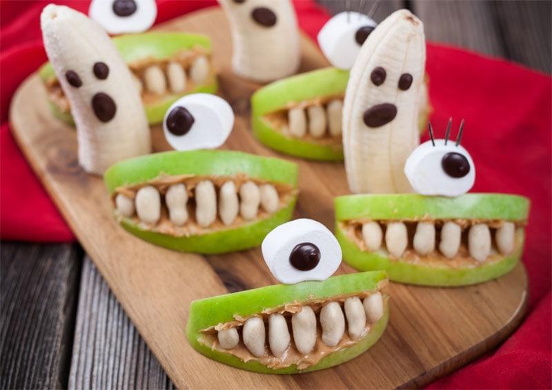 Obst-Monster und Gespenster für die Halloween-Party