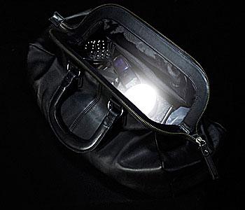 SOI - das automatische Handtaschenlicht; Bildquelle: Schrims