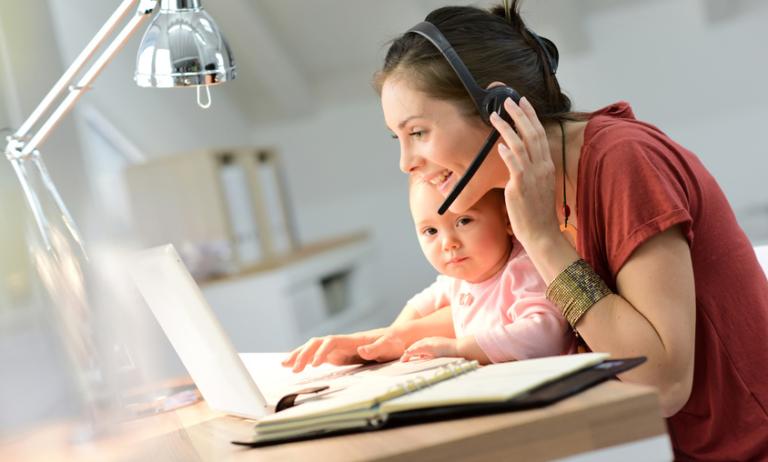 Berufstätige Mütter im Home Office – So schaukelst du Büro und Kind
