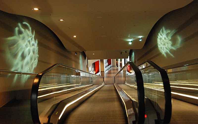 Die Zugangs(roll)treppe zum Hotel © Women30plus