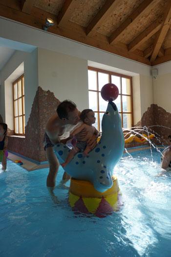 Spiel und Spaß in der Kinderwasserwelt