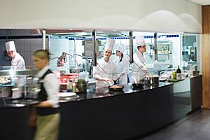 Die Schauküche im Restaurantbereich © Mövenpick