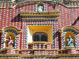 Bunte Fassaden in Puebla
