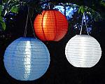 Mit den neuen Solar-Lampions von Ikea lässt sich beim Picknick am Abend eine schöne Stimmung zaubern; Bildquelle: Ikea
