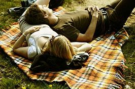 Nutzen Sie wieder die Möglichkeit, unter freiem Himmel zu entspannen; Bildquelle: cydonna/photocase.com