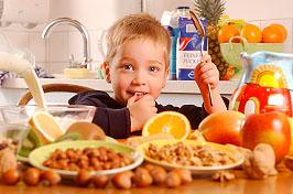Nuesse und Obst als gesunde Alternative; Bildquelle: Techniker Krankenkasse