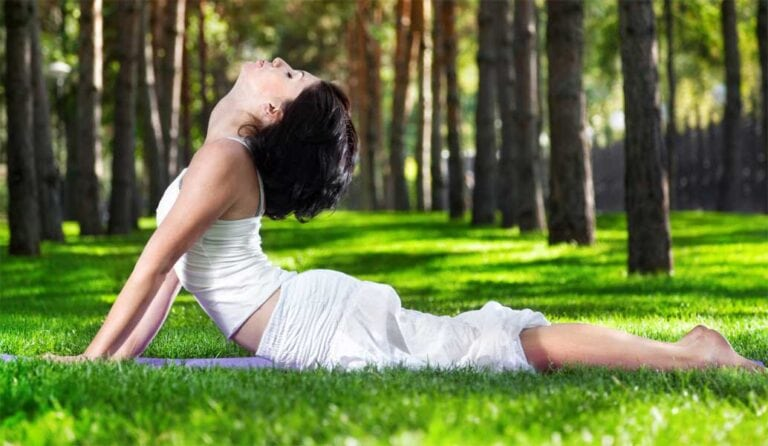 """Die Yogaposition """"Kobra"""" hilft gegen Körperkälte"""