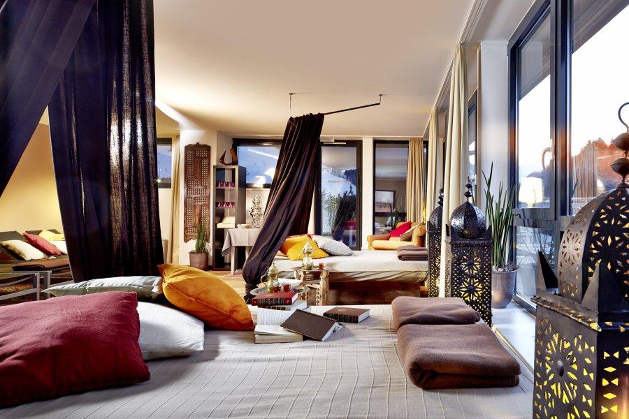 Loungebereich in der Alpen-Karawanserai