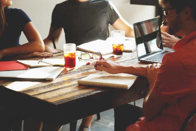 Mach zeitraubenden Meetings ein Ende