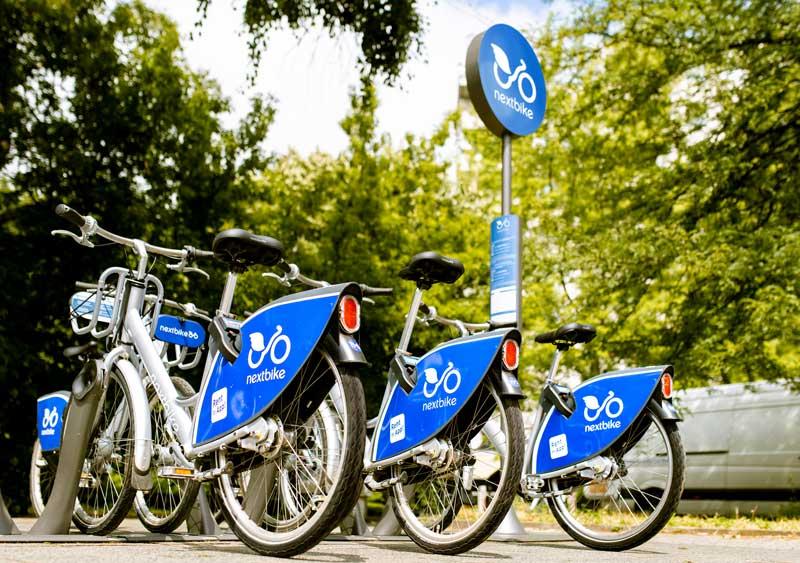 E-Bikes lassen sich heute auch leihen. Wer allerdings regelmäßig den Arbeitsweg damit absolvieren möchte, sollte sich ein eigenes Bike kaufen.