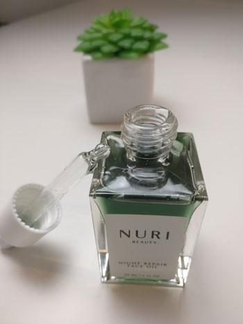 Bequem in der Anwendung: das Night Repair Face Oil