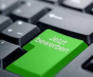Vermeide Fehler bei der Online-Bewerbung; © IckeT - Fotolia.com