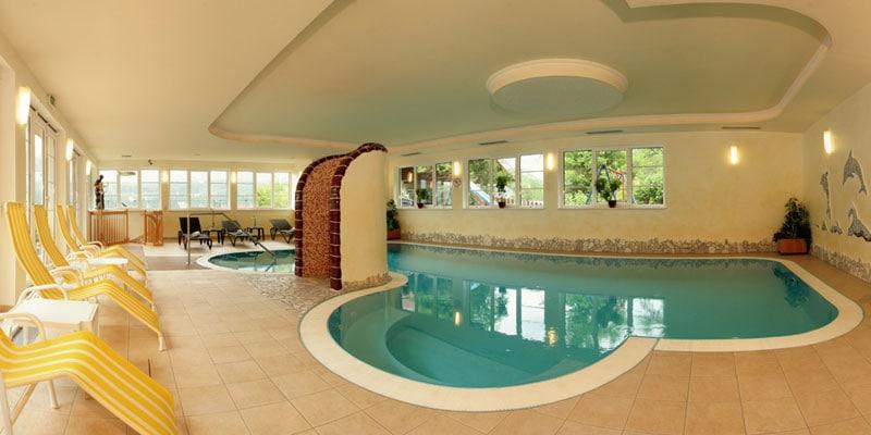 Klein, aber fein: der Poolbereich im Panoramahotel Gürtl