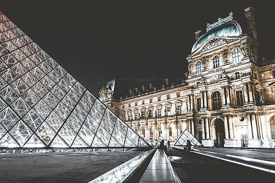 Louvre und Elysee Palast in Paris