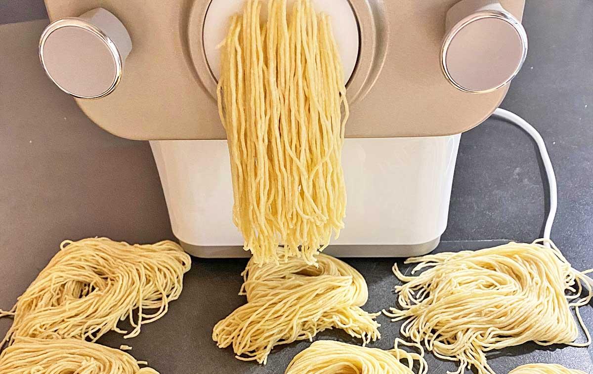 Wir haben den Pasta Maker von Philips getestet.
