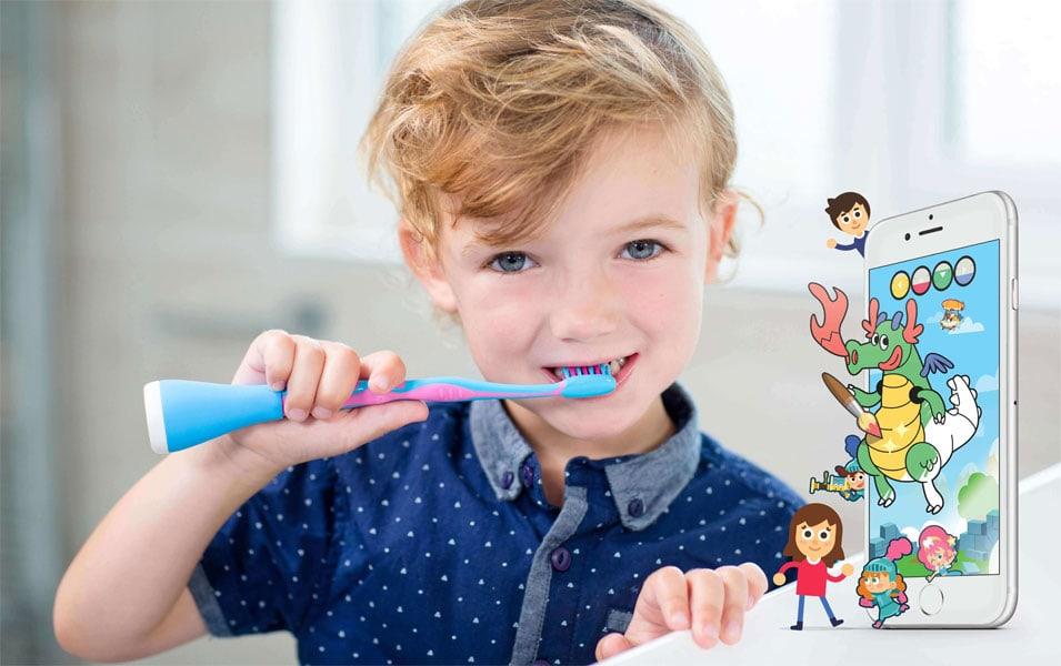 Spielen und Putzen mit der Playbrush Zahnbürste