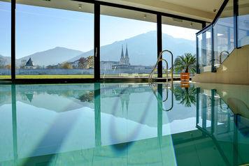 Poolbereich im Hotel Spirodom