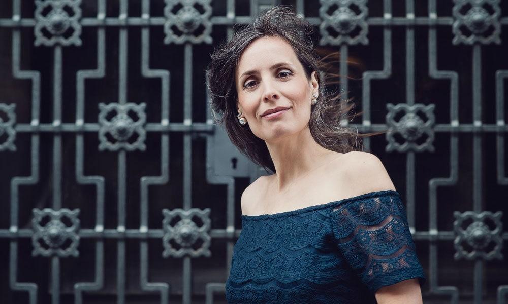 Anna Breitenöder unterstützt Solo-Unternehmerinnen ihr einzigartiges Potenzial in eine erfolgreiche Marke zu verwandeln.