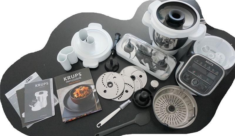 Bestens ausgerüstet für zahlreiche Funktionen: Lieferumfang der Prep & Cook XL © Heike Wallner