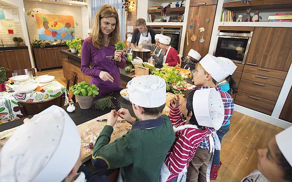Sarah Wiener verrät Tipps, wie man Kindern Gemüse schmackhaft machen kann