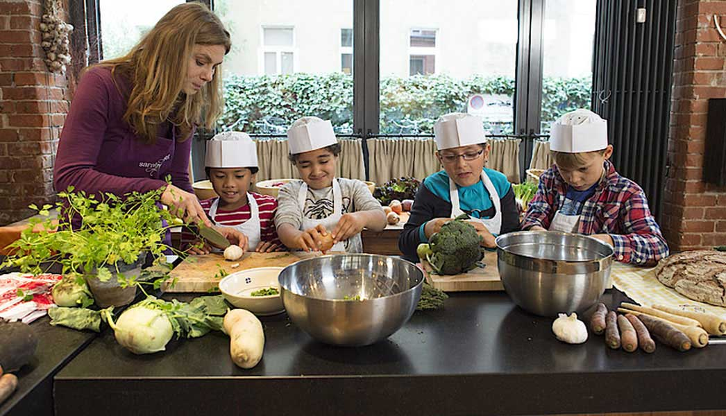 Sarah Wiener setzt sich für eine gesündere Ernährung für Kinder ein