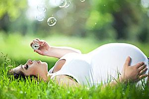 Pflege und Entspannung für werdende Mütter; Bildquelle: Fotolia - nuzza11