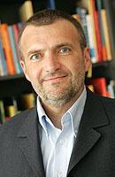 Mag. Gerhard Falschlehner, GF vom Ö. Buchklub der Jugend, gibt Tipps zur Leseförderung