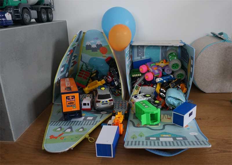 Diolie-Boxen mit Spielzeug-Füllung © Heike Wallner