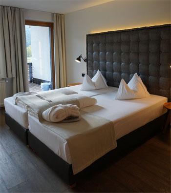 Schlafbereich in unserer Suite im Sporthotel Sillian © Heike Wallner